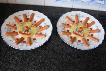 Hapje voor de kinderen, zonnetje met ananas en worstjes 3