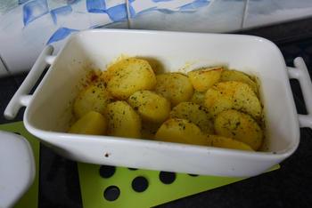 Kabeljauw met krokant korstje, spruiten met kerstomaatjes en ovenaardappeltjes 6