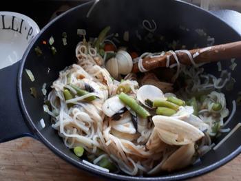 Noedels met groentjes en vongole (venusschelpen) 7