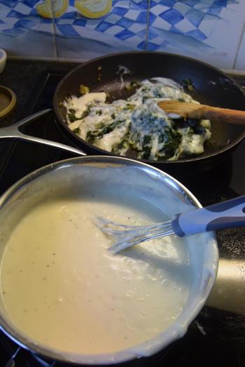 Ovenschotel met pasta, spinazie, worst, ham en kaassaus 7