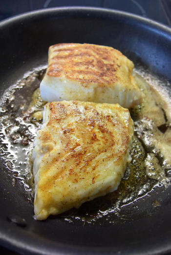 Skrei of kabeljauw met boterboontjes en zure eiersaus 6