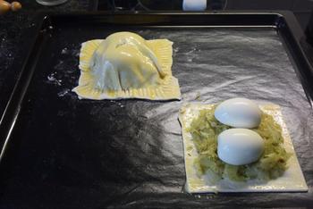 Vegetarisch bladerdeeg gebakje met witte kool, ei en paprikasaus 7