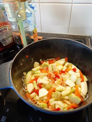 Vegetarische pikante, zoet zure pasta of Thaise curry 6