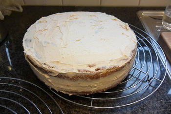 Verjaardagstaart 12 jaar: van biscuit, boterroom en suikerglazuur 2