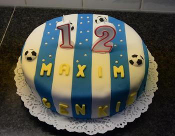 Verjaardagstaart 12 jaar: van biscuit, boterroom en suikerglazuur 8