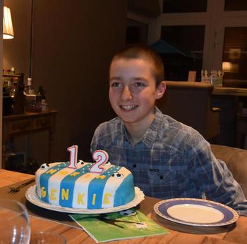 Verjaardagstaart 12 jaar: van biscuit, boterroom en suikerglazuur 10
