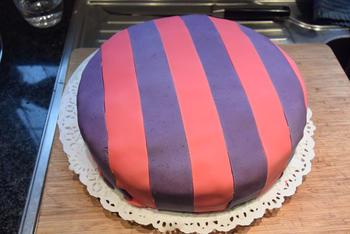 Verjaardagstaart 7 jaar: van biscuit, boterroom en suikerglazuur 5