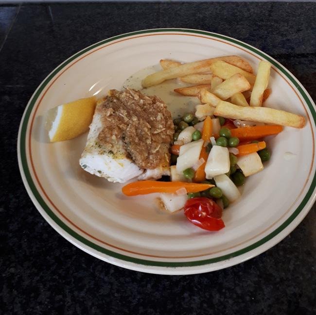Kabeljauw met kappertjessaus, seizoengroentjes en frietjes 1