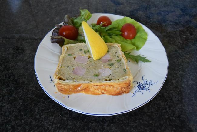 Koude terrine van bladerdeeg, gehakt en ham 1