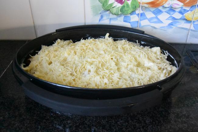 Ovenschotel met pasta, spinazie, worst, ham en kaassaus 1