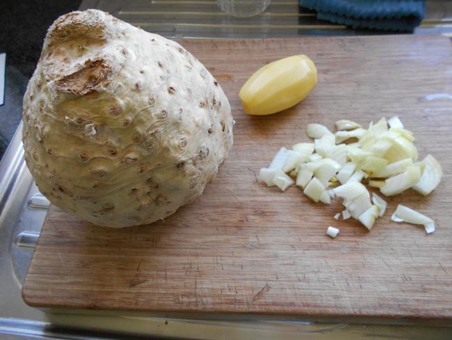 Knolseldersoep met appel en currypoeder 1
