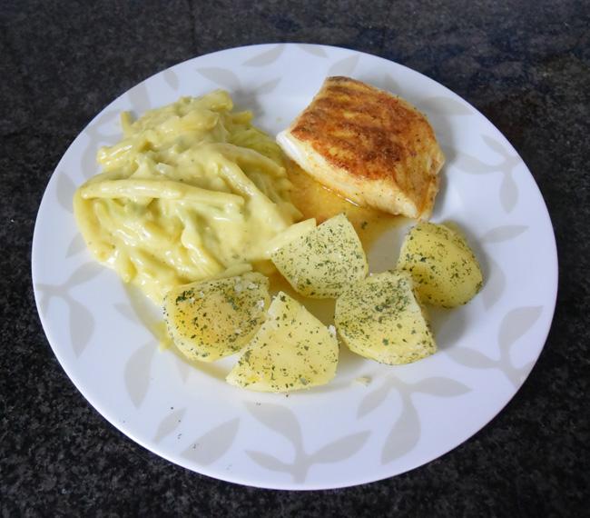 Skrei of kabeljauw met boterboontjes en zure eiersaus 1