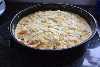 Amandel-appeltaart met kruimeldeeg 10