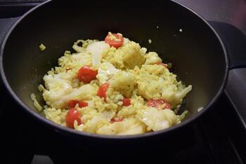 Eenpansgerecht: rijst met bloemkool en gerookte zalm 4