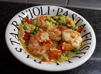 Eenvoudige risotto met scampi, paprika en erwten 6