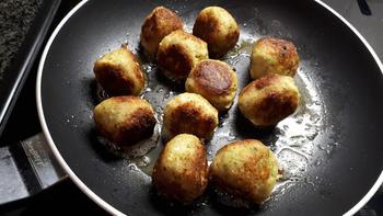 Eenvoudige visballetjes (visköfte, -kefta of –keftedes) met mosterdsaus en kappertjes 7