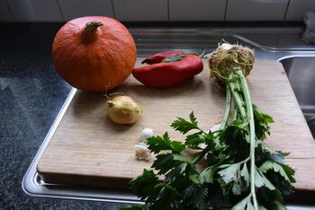 Maaltijdsoep van pompoen, paprika, knolselder en balletjes 2