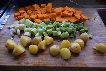 Ovenschotel van pompoen, prei, aardappeltjes en braadworst 3