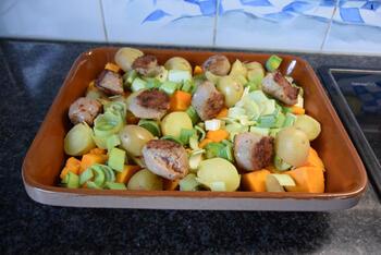 Ovenschotel van pompoen, prei, aardappeltjes en braadworst 5