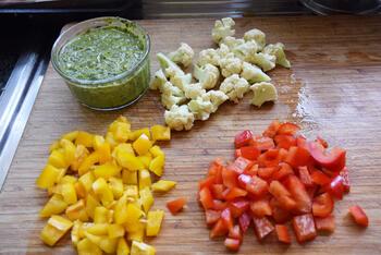 Pasta met pesto, groentjes en gerookte zalm 2