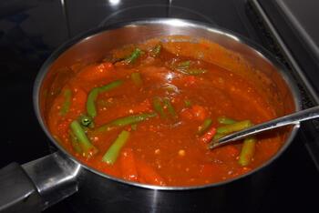 Pasta met scampi in pikante tomatensaus 4