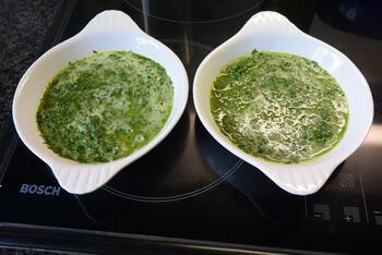Rogvleugelrolletjes met ham en rucola- of paprikasaus 6