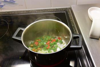 Vegetarische pasta met linzen en tomatensaus 5
