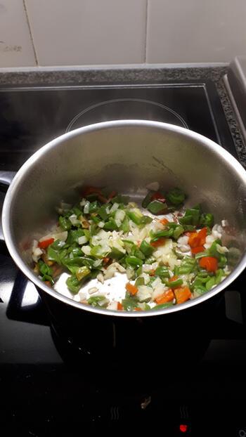 Vegetarische pasta met linzen en tomatensaus 6