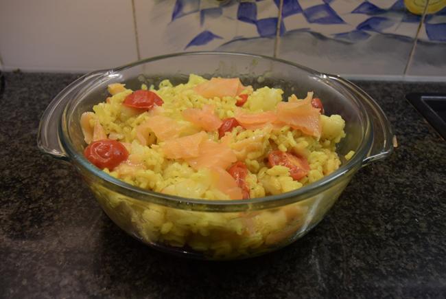 Eenpansgerecht: rijst met bloemkool en gerookte zalm 1