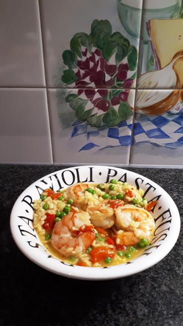 Eenvoudige risotto met scampi, paprika en erwten 1