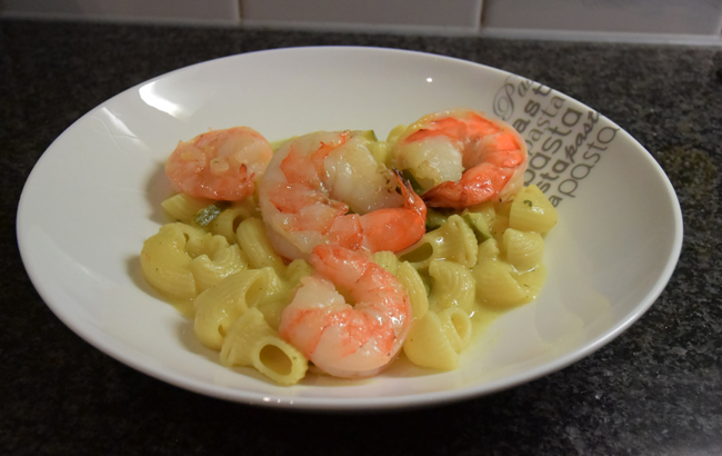 Gebakken scampi met pasta, groentjes en kerriesaus 1