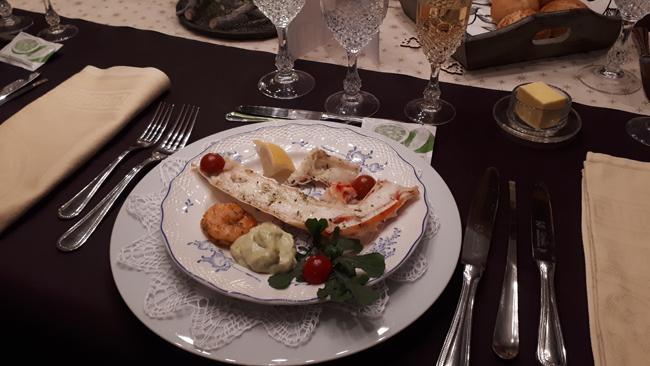 Gemarineerde king crab poten, scampi en avocadomousse 1