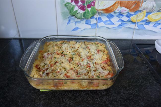Ovenschotel met rijst, ontbijtspek, paprika en mascarpone 1
