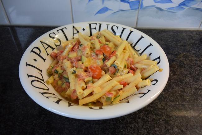 Vegetarische macaroni met groentjes en kaas 1