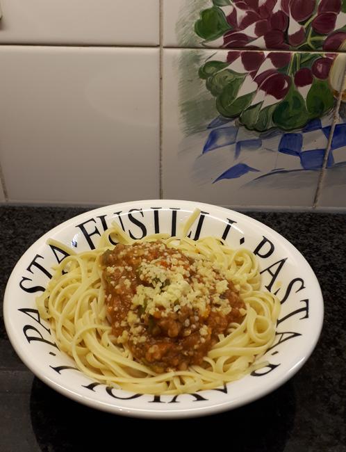 Vegetarische pasta met linzen en tomatensaus 1