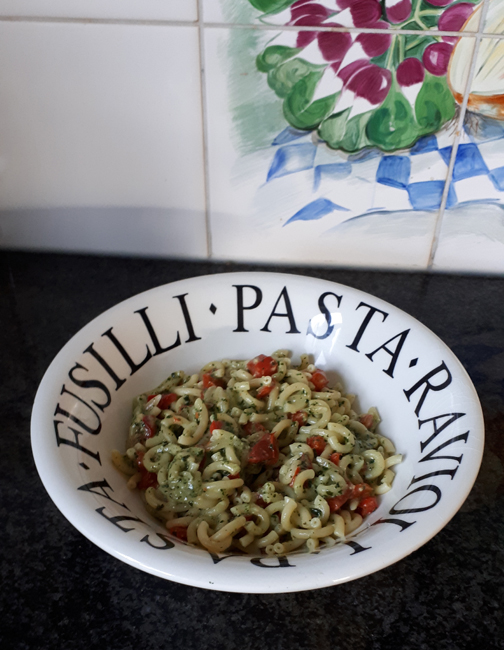 Vegetarische pasta met pesto en paprika 1