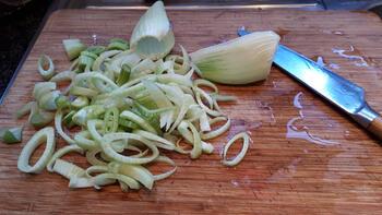 Biefstuk, venkel met zure eiersaus en gebakken aardappelen. 2