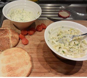 Broodje met gehakt, witloof en kerstomaatjes 6