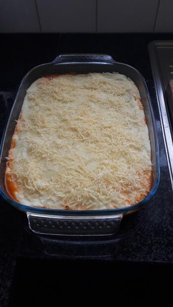 Cannelloni met gehakt, tomaten- en kaassaus 3