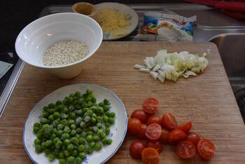 Eenvoudige risotto met, ham, erwten en mozzarella 3