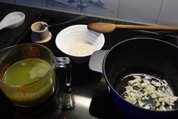 Eenvoudige risotto met, ham, erwten en mozzarella 5