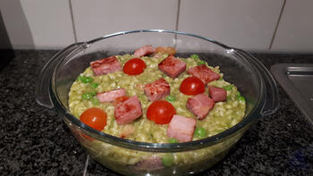 Eenvoudige risotto met, ham, erwten en mozzarella 8