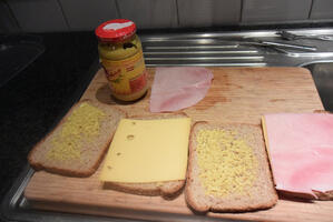 Hartige wentelteefjes met kaas en ham 5
