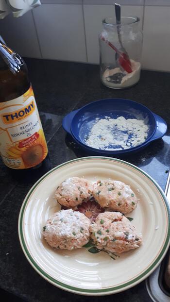 Krabkoekjes met mango, witloof en blauwe bessensla 5