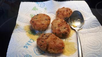 Krabkoekjes met mango, witloof en blauwe bessensla 9