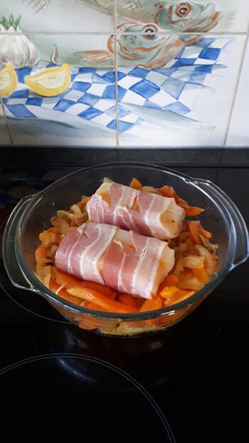 Ovenschotel met kabeljauw in een jasje van ontbijtspek 6