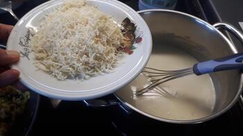 Ovenschotel: Spirelli met gehaktballetjes, prei en kaassaus 5