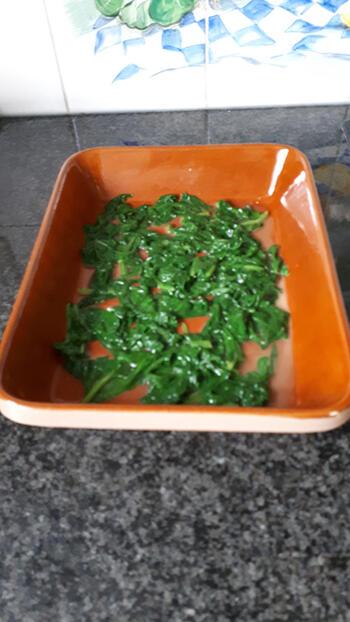 Ovenschotel van cannelloni met zalm, ricotta, spinazie en kaassaus 3