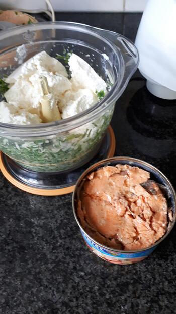 Ovenschotel van cannelloni met zalm, ricotta, spinazie en kaassaus 4