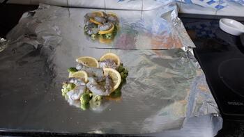 Papillot met scampi en broccoli en koude pasta met pesto. 6